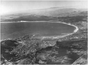 Ref No: CP017 Titel: Table Bay - Early 1950's width=230