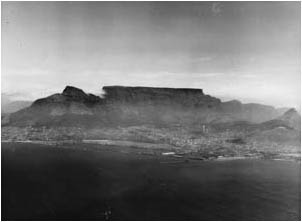 Ref No: CP021 Titel: Table Mountain - Early 1950's width=230